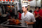China, ''The many faces of Beijing'': Liqun roast dyck restaurant at Beixiangfeng hutong   © Maro Kouri